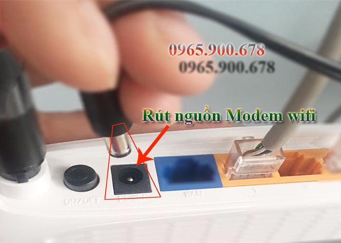 Sửa wifi rút điện ra khỏi modem wifi